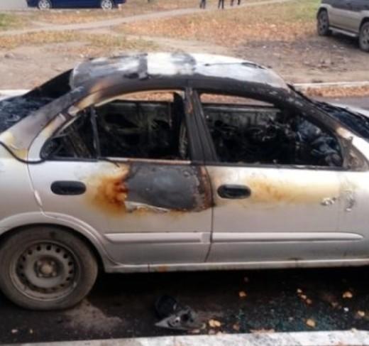 В Смоленской области разыскивают очевидцев поджога Nissan Almera