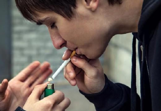 В России предложили штрафовать родителей курящих детей