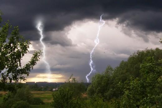 Завтра Смоленск и область ждет ненастье: гроза, град и ливень