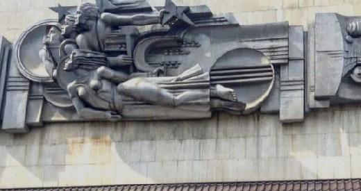 Собственник  пообещал вернуть демонтированный горельеф на здание на проспекте Гагарина